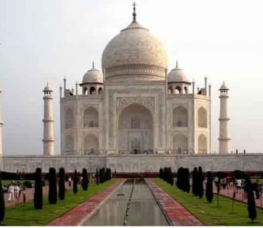 10 Lines on Taj Mahal in Hindi