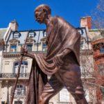 Gandhi Ji par 10 lines in hindi